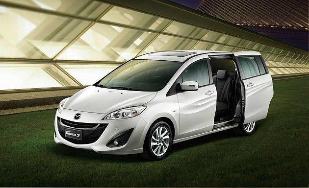 New Mazda5配備同級唯一後座側滑門設計,能使後座乘員在狹小空間中上下車,相當實用。 摘自Mazda