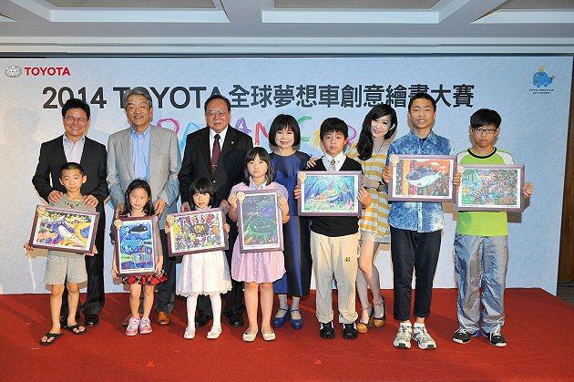 全國大賽金獎得主除了可獲頒3,000元圖書禮券外,其畫作將代表台灣參加世界大賽,順利獲獎者可於2014年8月參加於日本舉行的頒獎典禮。 Toyota提供