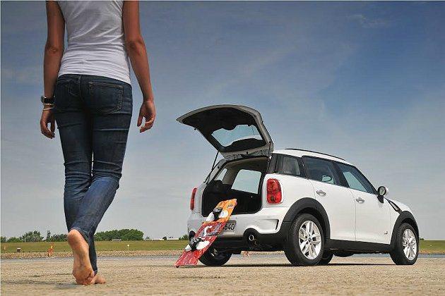 4門5座的MINI Countryman運動休旅保留MINI獨有的搶眼外型設計及駕乘樂趣,加入靈活大空間元素讓您輕鬆出遊。 MINI提供