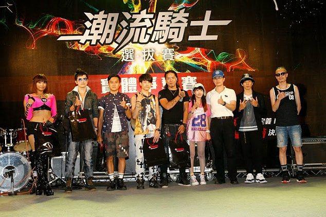 舞台表演除了火辣BW'S女郎勁歌熱舞外,還邀請知名Random隨信樂團與強辯樂團...