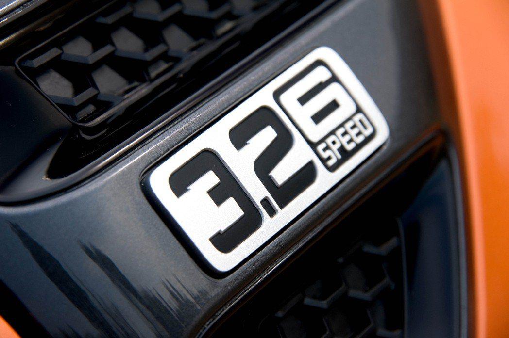 四輪驅動Ford Ranger Wildtrak 配備3.2L TDCi柴油渦輪增壓引擎,擁有800 mm超高涉水深度及一公噸負載能力。 FORD提供
