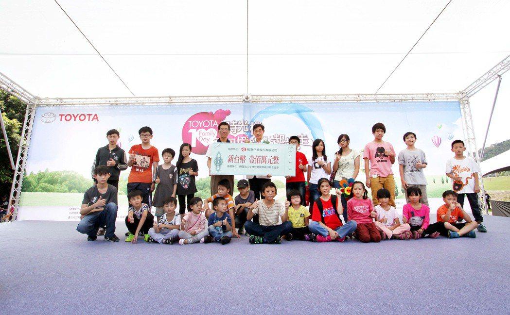 Toyota Family Day車聚今年十周年,由和泰董事長黃南光主持,並邀弱...
