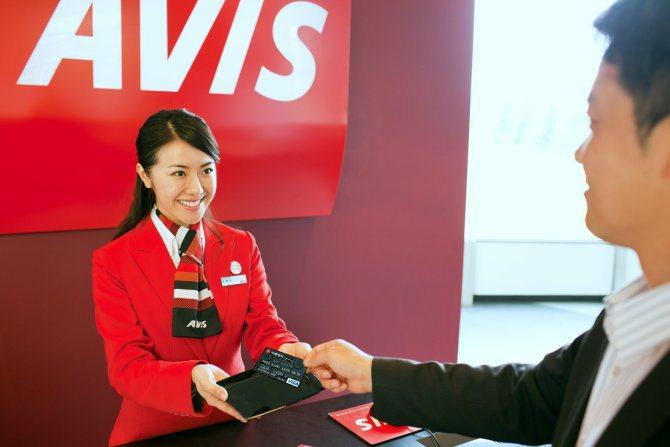 凡持限定信用卡短租可享有多項優惠。 AVIS提供
