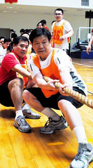 三軍總醫院副院長蔡建松求學時,曾任手球、桌球、籃球校隊。中年後重新開始運動,讓他...