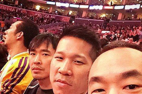 90年代超紅的L.A. Boyz過了二十年後,這三位難得又聚在一起啦!黃立成在instagram上秀出三人去看NBA湖人隊的比賽,當年三位年輕小伙子,如今大哥黃立成看起來沒有太大的改變,但是弟弟黃立...