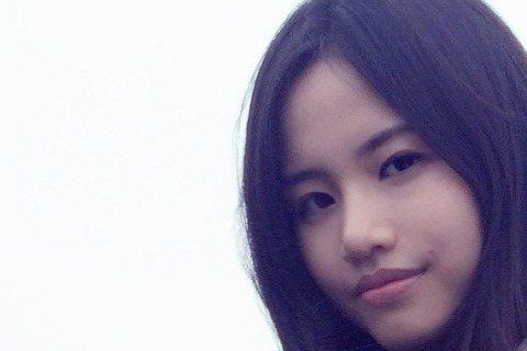 搭戲的效應,讓福茂新人吳汶芳一年多前的歌「孤獨的總和」再度翻紅,她也拿到兩代言,還沒有個人專輯,已將在5月23日站上Legacy開唱。