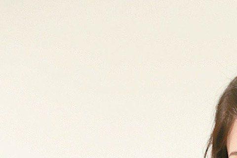 阮經天與許瑋甯日前驚傳1個月前分居且分手,9日許瑋甯接受「姊妹淘」專訪時,宛如愛情諮商師分享感情觀。雖然與阮經天交往7年多,被外界視為下一對步上紅毯的金童玉女,但許瑋甯坦言也曾遇過不被祝福的戀情,甚...