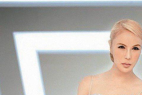 「麻辣女王」利菁近年在節目主持黯然退下, 1年多前聯合報曾曝她將轉向唱片投石問路,去年4月她也赴南韓苦當「練習生」,據悉籌備多時的新作,原定3月推出,豈料最後卻延至4月,外傳難產原因是因她「鴨吼」功...