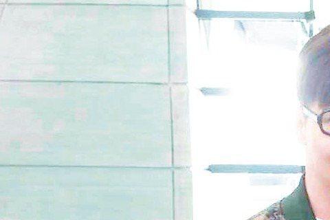 品冠日前代表馬來西亞出席「香港亞洲流行音樂節2015」,沒想到演唱至少上萬遍的成名曲「掌心」時,意外凸槌大忘詞,狀況接二連三的他,在飛抵桃園機場後,搞丟裝有護照、簽證及身分證等重要文件的隨身背包,嚇...