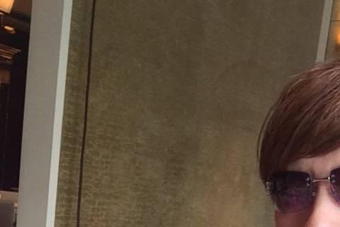 包偉銘和劉依純的婚事搞定啦!包偉銘透露婚禮預計會安排在今年9、10月,地點會選在日本關島的教堂舉行,婚後還打算要去歐洲度蜜月。據中國時報報導50歲的包偉銘這次要再婚,他強調會很認真的求婚,而之前丈母...