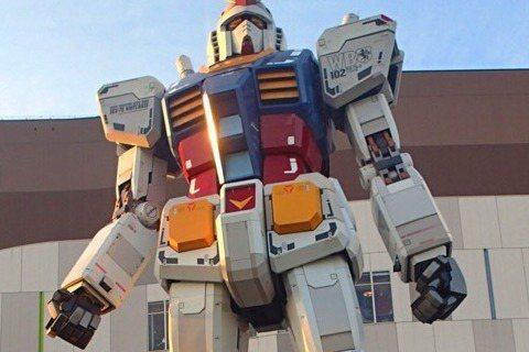帥爸比林志穎4日PO出他帶著兒子Kimi到東京遊玩看鋼彈的照片,還寫下一段父子對話,內容讓網友直說好感動。林志穎向Kimi說道:「我小時候總幻想著有個鋼蛋(彈)機器人,可以保護家人,可以幫助別人。」...