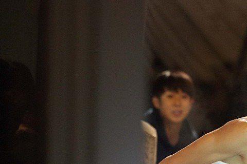 2013年,金秀賢在改編自熱門漫畫的《偉大的隱藏者》電影中飾演最出色的菁英要員元流煥(金秀賢 飾),他秉承著「祖國統一」的偉大信念來到南韓,偽裝成貧民區的傻子。金秀賢劇中再次展現精實肌肉還有拳腳功夫...
