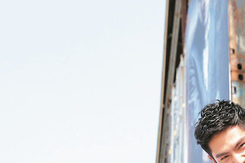 戴祖雄(Hero)日前參加導演蔡岳勳「痞子英雄」的遊樂展,在槍林彈雨區、磁力攀爬體驗與空中武台大顯矯健身手,卻也讓蔡岳勳看到他當武打演員的潛質,拿到未來合作的入場券,蔡岳勳說:「Hero親切和藹的臉...