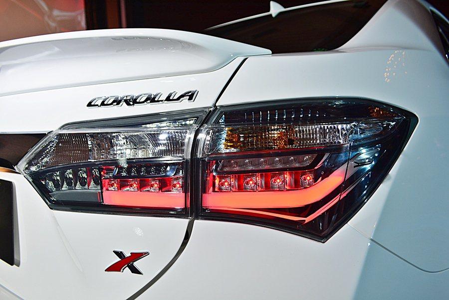 另有全新設計的燻黑雙色LED尾燈,取代原來的紅色尾燈。 記者趙惠群/攝影