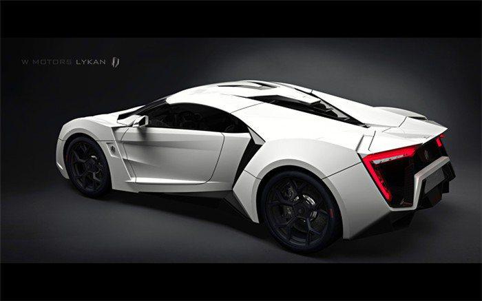 搭載由RUF所提供的3.8升6缸雙渦輪水平對臥引擎,可爆發720hp/102kg...