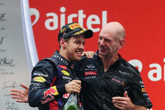 紐維在2010到2013年賽季為紅牛車隊工作,面對逐年修訂的賽車空力規範,他以前所未見的創意領先其他車隊的工程師,與Sebestian Vettel攜手完成四連霸。 F1提供