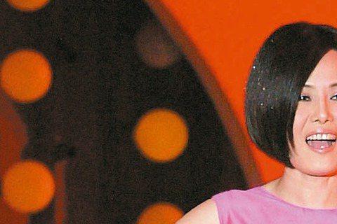 江蕙7至9月的演唱會結束後就要放下麥克風,歌壇急切尋找接班人,天后親自出馬挖掘新人,公開召募10歲以下小歌手,屆時與她同台演出,讓台下的觀眾與星探發現未來小巨星。經紀人陳子鴻說,既然大家都在關心台語...