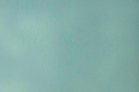 情傷惹人哭?郭采潔3月上旬為吳克群跨刀拍攝新歌「不會痛的不叫愛情」MV,兩人有不少對手戲,因該首歌提到感情結束後仍深愛對方,一幕郭與吳兩人相擁而泣,郭采潔似乎有感而發,哭到滿臉是淚,弄濕吳克群的褲子...