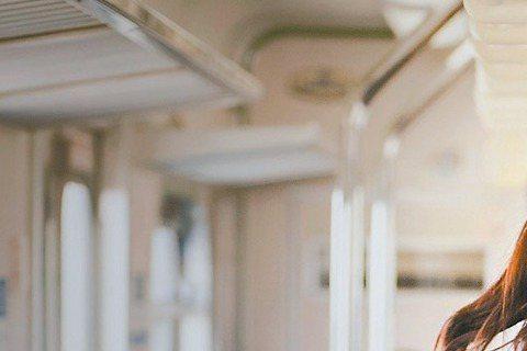 曾以「最遙遠的距離」獲威尼斯影展國際影評人周最佳影片的導演林靖傑,時隔8年終於拍新片「愛琳娜」。該片在高雄拍攝、女主角陳怡蓉也是高雄人,林靖傑大讚陳怡蓉表現出色,但透露,開拍一星期兩人就因表演方法大...