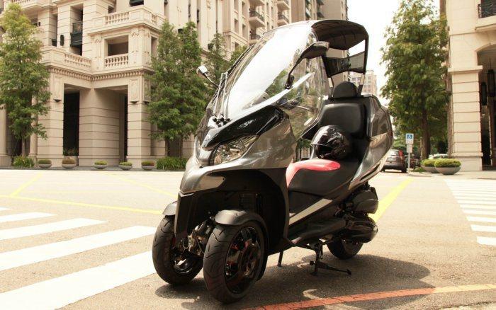 除了Aeon(宏佳騰)與Yamaha推出3輪車,ADIVA的AD3在國內也有不少...