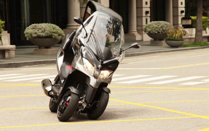 前2後1的3輪車在安全性上確實比傳統2輪機車高出許多。 ADIVA提供