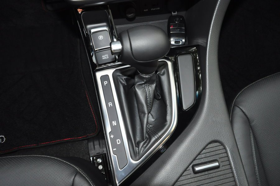 6速手自排變速系統,並且採用auto hold電動駐車系統。 記者許信文/攝影
