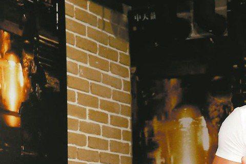 宋米秦之前被爆成為Dream Girls「拖油瓶」,因廠商活動只想要其他兩位成員李毓芬、郭雪芙,因而讓團體少掉許多活動機會,她因演出中天電視電影「尋物少女」昨出席活動,透露看到報導時人在南韓,當場大...
