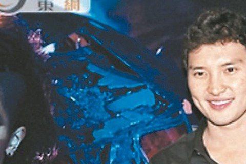 香港歌手鄧紫棋與大陸湖南衛視的封殺事件愈演愈烈,鄧紫棋經紀人張丹3日凌晨在微博發表對歌迷的道歉聲明,解釋鄧紫棋未能登上「我是歌手」巔峰會,是因為「我們不願在臨時改動的情況下,做出一場不能讓我們和歌迷...