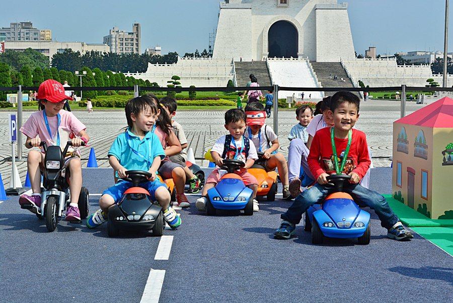 2015年BMW兒童交通安全體驗營今年特別擴大辦理,在北中南三地舉行,打造童話般...
