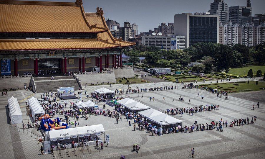 2015 BMW兒童交通安全體驗營台北場4月3日在台北市中正紀念堂藝文廣場展開。...