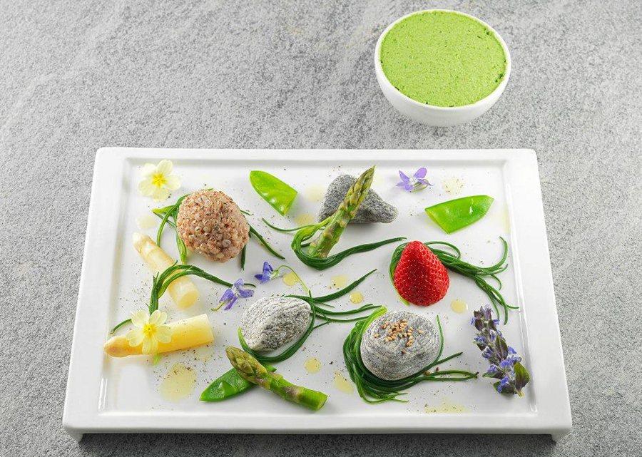 里蒙的素食料理呈現獨創一格的「西方禪學」,以東方文化的禪意融合進西式料理的變化,將料理境界昇華,體悟出享受自然美食帶來的歡愉。 Pietro Leemann臉書