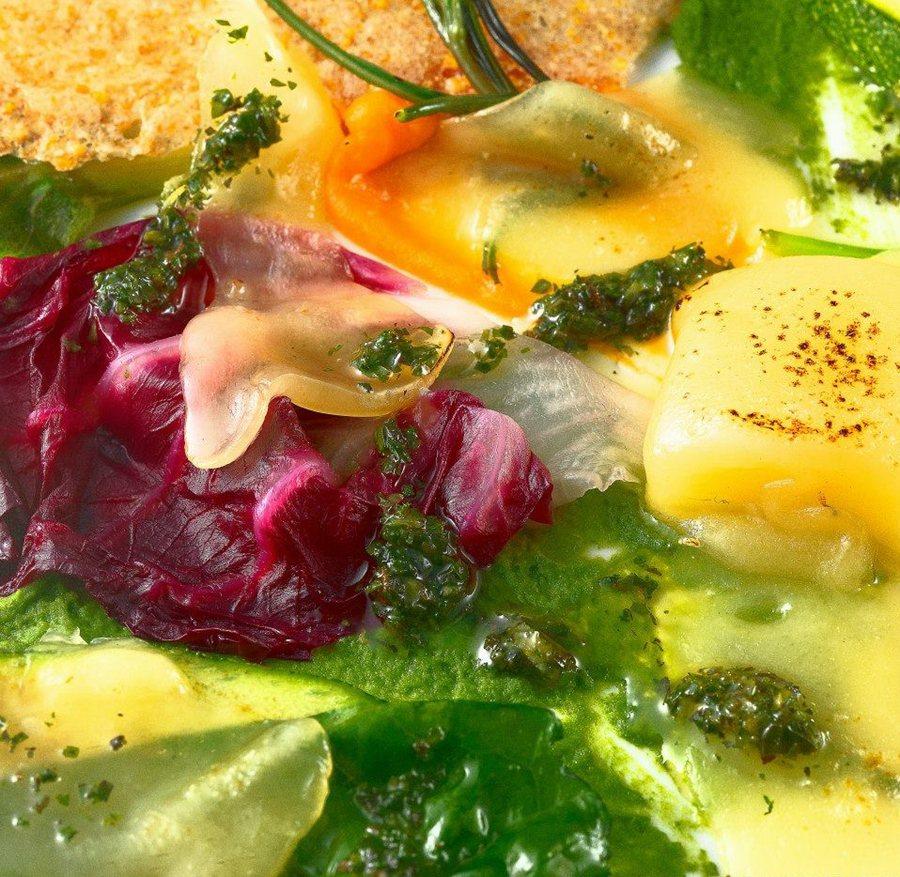 里蒙的素食料理,料理的過程中需要更多的創造力來平衡每樣蔬食的輕重比例及原始色彩,同時透過主廚深思熟慮後為每道菜命名賦予生命萬物的涵義。 Pietro Leemann臉書