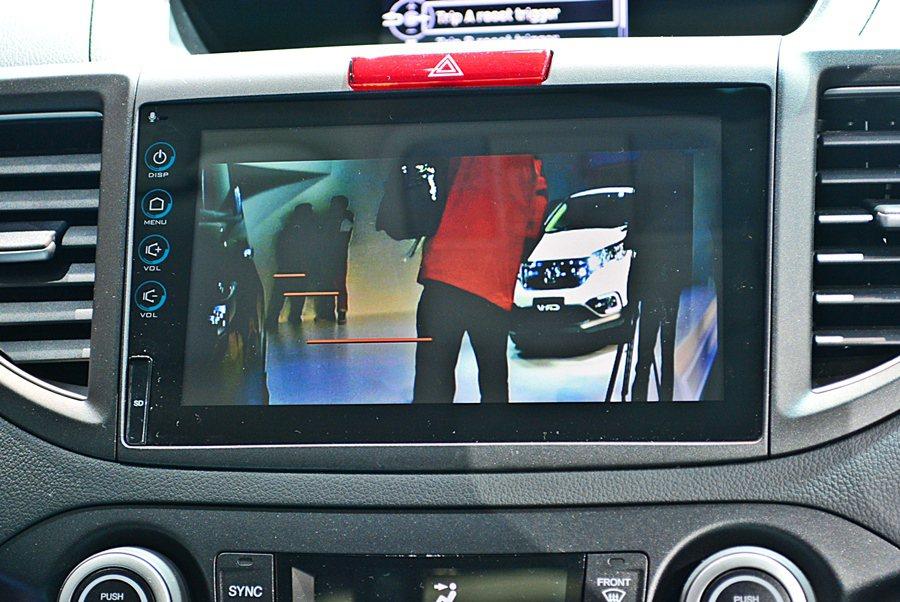 2.4 VTi-S以上車型追加「智慧安全影音系統」,以多點式8吋觸控螢幕,內建N...