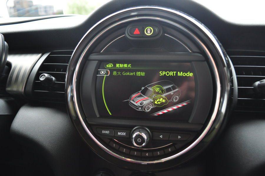 滿足玩家的熱血個性,進入sport模式就是告訴你道路版gokart開啟了。 記者許信文/攝影