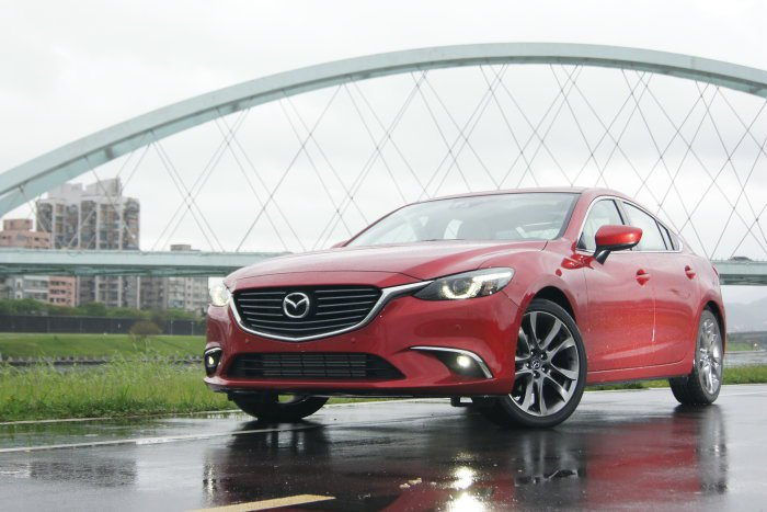 小改款Mazda 6原廠針對行車路感與寧靜度方面再做加強,提升更舒適的行車表現。