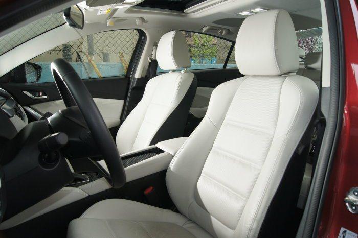 小改款Mazda 6座椅經過小幅修飾,針對乘坐姿勢進行調整,加強包覆性。 記者林翊民/攝影
