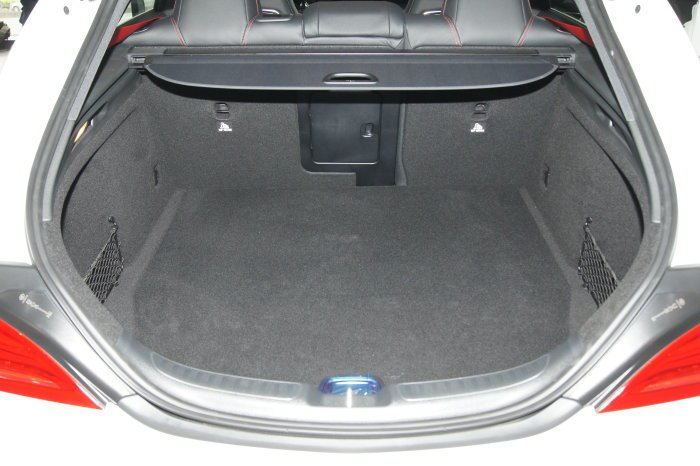 全車系搭載6/4分離後椅背,擁有495~1354公升的車廂容積。 記者林翊民/攝...