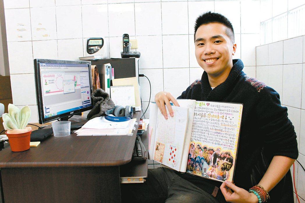 葉朝仁生病時,國中同學曾製作小冊子(如圖)送他,內容全是鼓勵他勇敢對抗病魔。葉朝...