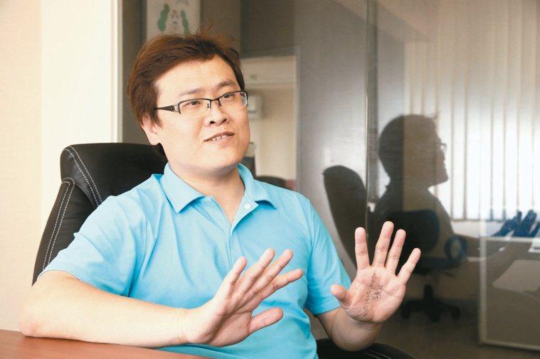 國外有性學大師金賽,台灣則有AV專家一劍浣春秋。 記者林俊良/攝影
