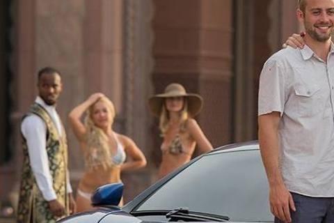 「玩命關頭7」主角之一的保羅沃克前年因車禍意外離世,「玩命關頭7」未完成的戲份則由由他的兩個弟弟卡勒伯和寇迪沃克擔任替身,讓他生前最後一部電影得以順利上映。為此,寇迪上周六赴澳洲雪梨宣傳該片,並在他...