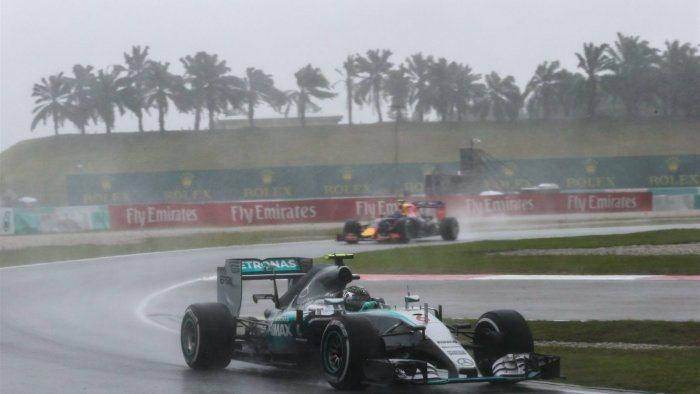 無奈排位賽碰到雨神來攪局,Raikkonen在第二段排位賽受到慢車阻擋跑不出最快...