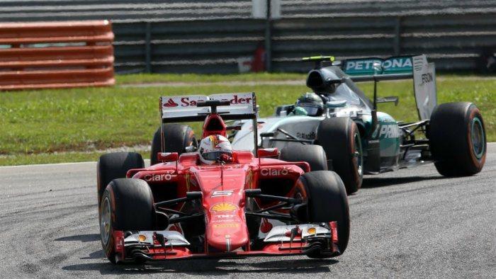 Hamilton賽後表示賽車轉向嚴重不足,導致中性胎磨損過快,但後來換上較耐磨的...