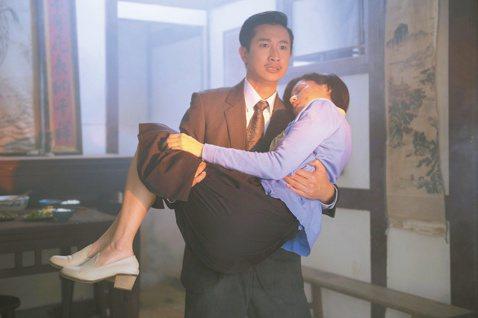 Darren、林予晞拍台視「春梅」火場英雄救美戲,為了一場「新娘抱」奔出火場戲,林予晞開拍前一周節食、運動,事前不斷跑廁所,希望減輕Darren負擔,Darren卻嘴甜:「不會,這可是甜蜜負擔。」