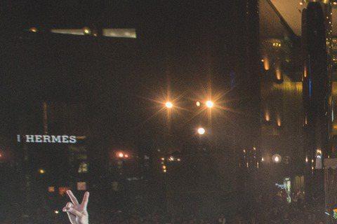 丁噹、MP魔幻力量與家家前進新加坡,日前在星國義安城廣場封街舉辦「我相信 醉心龍虎榜街頭爆唱會」,3組藝人接連上陣,而且都個別要陸續舉辦演唱會,讓他們也彼此互相打氣。