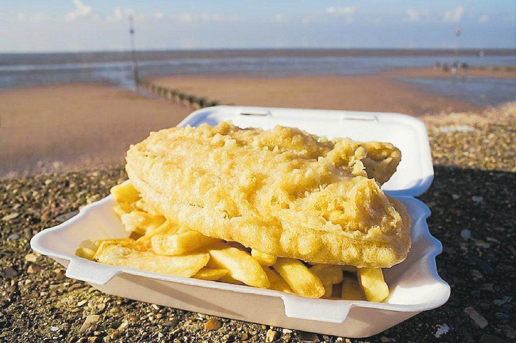 英國美食「炸魚薯條」。