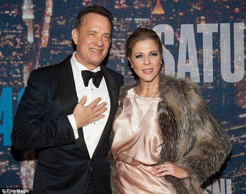 湯姆漢克斯(Tom Hanks)的老婆麗塔威森(Rita Wilson)向美國時人雜誌透露自己得了乳腺癌,目前已進行乳房切除及重建手術。而在這段期間她獲得老公、家人、朋友的關愛與支持。她因為早期發現...