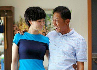李小冉(左)、王志文在「大丈夫」中上演「老少戀」,演技精湛。圖/中天提供