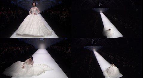 任容萱在上海時裝週走秀,穿上白色婚紗真是美的唷!她十分大氣的走在伸展台上,好似婚紗女王,但是當她走到伸展台前端要轉身回去時,一個不小心跌倒了,好在她十分鎮定,俏皮的吐了吐小舌頭就迅速站起來,然後再從...
