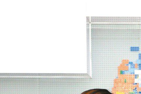 吳克群參加與八大戲劇台韓劇「未生」活動,現身台灣雅虎辦公室替粉絲送下午茶。他最近參加大陸與南韓合作節目「時尚王」,錄1季10集酬勞進帳超過千萬台幣,但他為專心發片,推掉2檔大陸實境節目與3部電影,損...