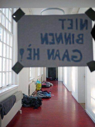 許多學生在佔領Maagdhuis的近兩個月時間內,日日夜夜守在此地,夜裡就在走廊上鋪著睡袋休息。 攝影/陳宛萱